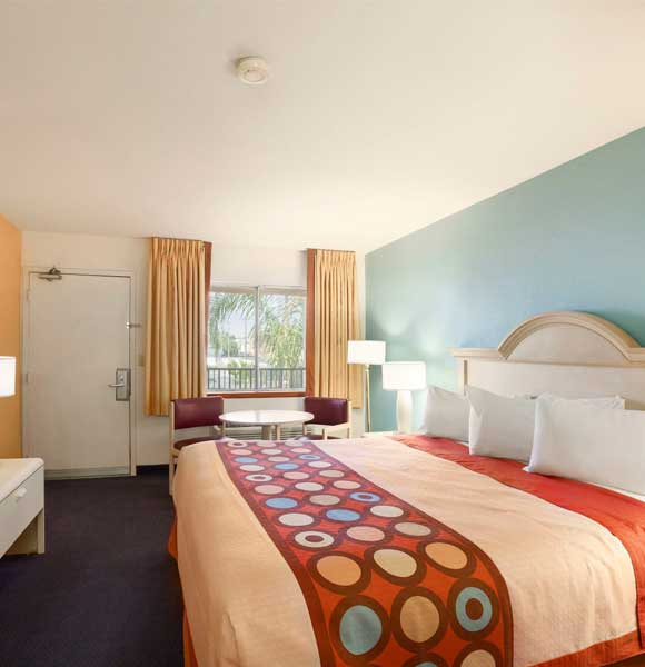 1 Queen Bed Accessible Room - Indio Super 8 & Suites